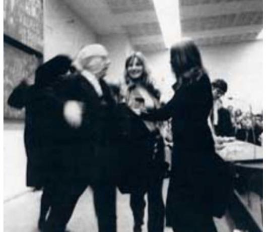 22.04.1969: Adorno Busenattentat